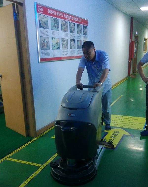 工业洗地机