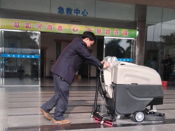 美高全自动洗地机进驻东莞大岭山医院很多年了