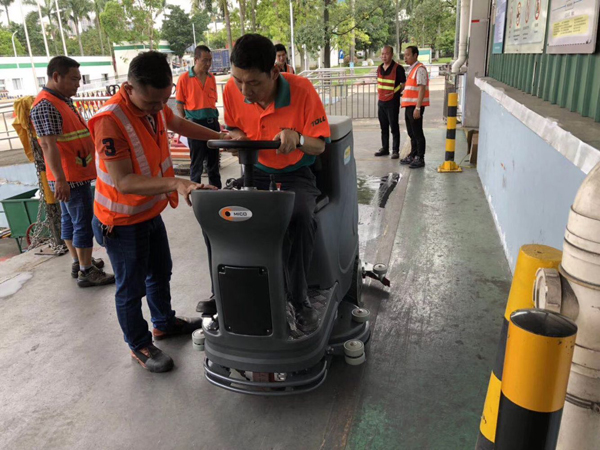 广州拓领环球物流公司使用美高驾驶式洗地机啦